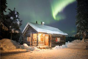 Laponie-aurore-cabane-AdobeStock_248533474-300x200